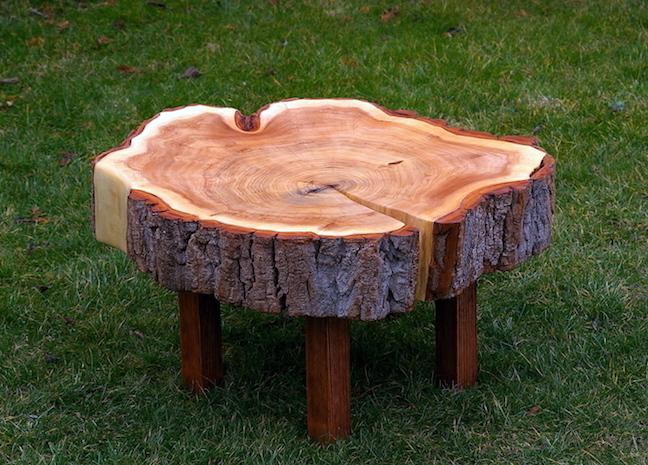stolek z kmene stromu